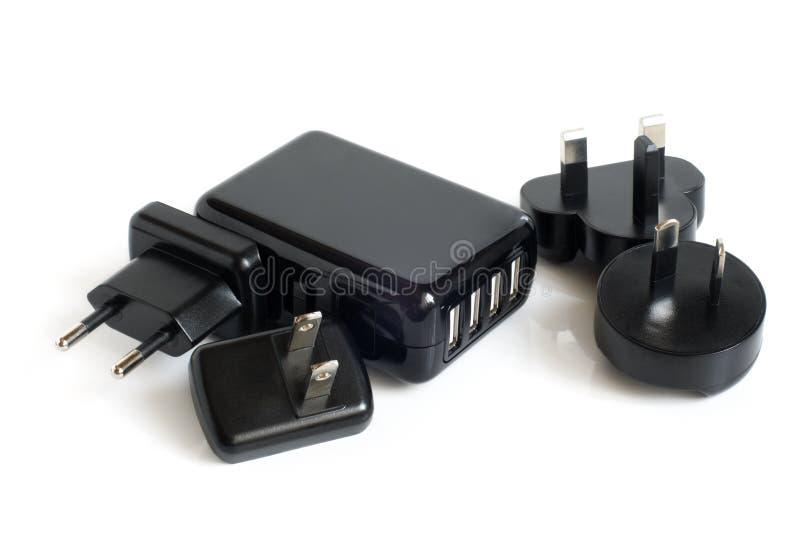 Adattatori elettrici neri alla porta del USB immagini stock