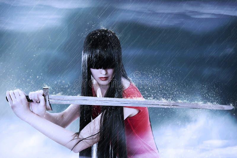 Adatti il ritratto di giovane combattente grazioso della donna immagini stock libere da diritti