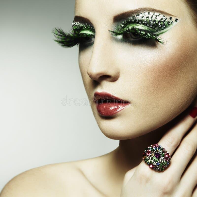 Adatti la foto di giovane donna con i cigli lunghi fotografia stock