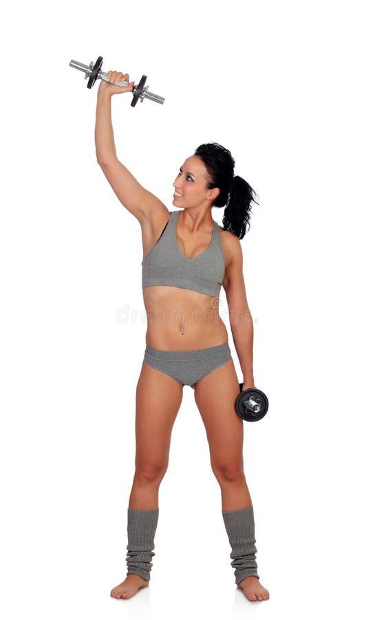 Addestramento attraente della ragazza con le teste di legno fotografia stock