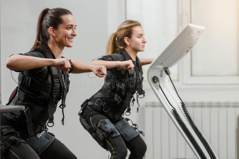 Addestramento di SME nel fitnessclub immagine stock libera da diritti