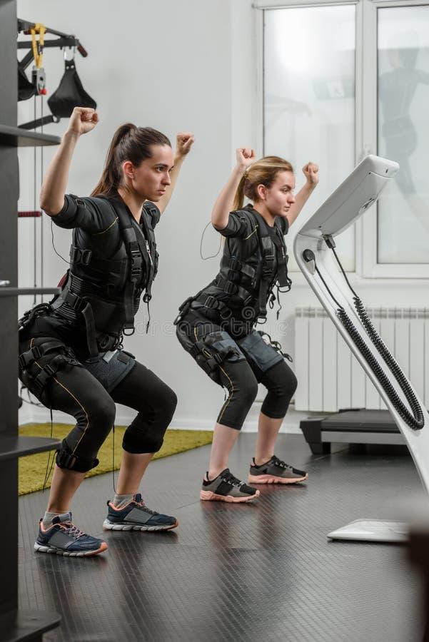 Addestramento di SME nel fitnessclub fotografia stock libera da diritti