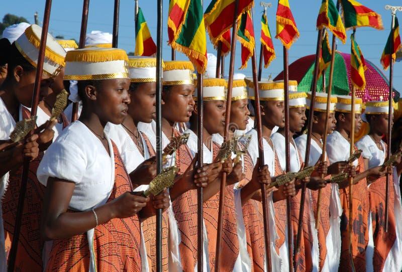 Addis Ababa, Etiopía: Muchachas que cantan en Timkat, celebraciones del altar de la epifanía imagenes de archivo
