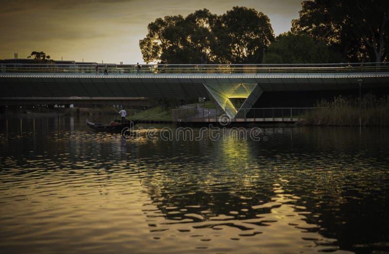 Adealide - nuevo puente - sendero fotografía de archivo