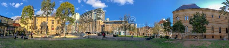 ADELAIDE, AUSTRÁLIA - 16 DE SETEMBRO DE 2018: Universidade de Adelaide em um dia ensolarado, vista panorâmica Adelaide atrai 3 mi imagens de stock royalty free