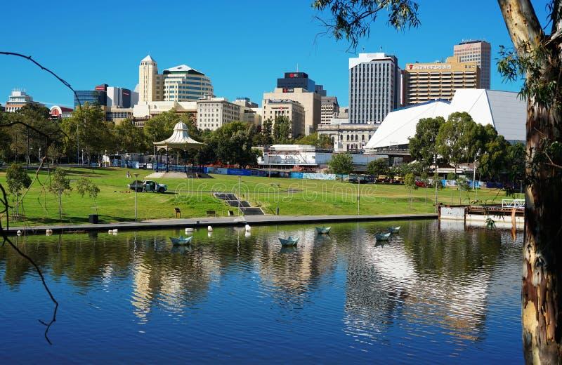 Adelaide Riverbank City-Skyline lizenzfreies stockbild