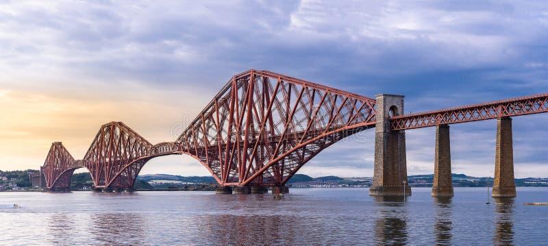 Adelante el panorama de Edimburgo del puente foto de archivo libre de regalías