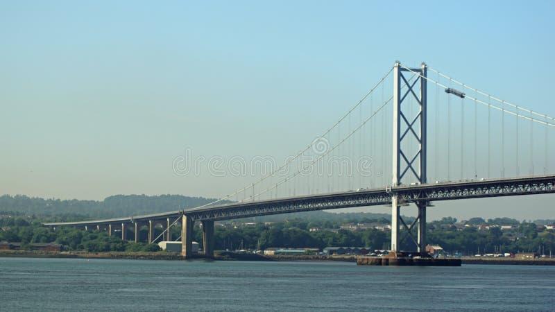 Adelante el puente del camino imagenes de archivo
