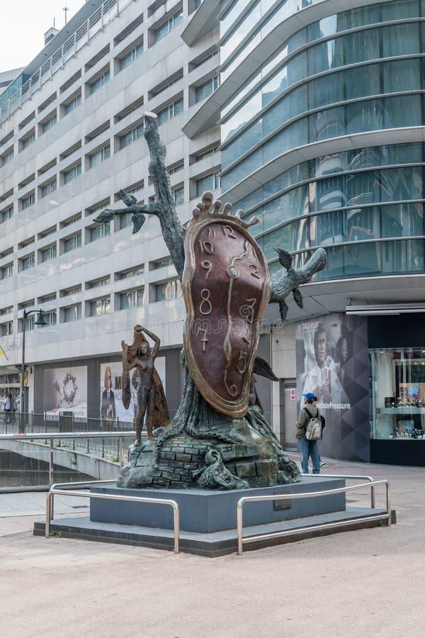 Adeln av Tid skulptur som göras av Salvador Dali i Andorra royaltyfri foto