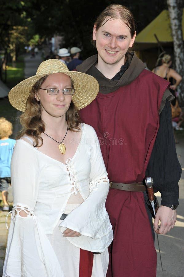 Adelsman och kvinna på den medeltida festivalen, Nure royaltyfri foto