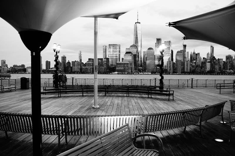 Adembenemende mening van de Stad van New York van J Owen Grundy Park royalty-vrije stock foto