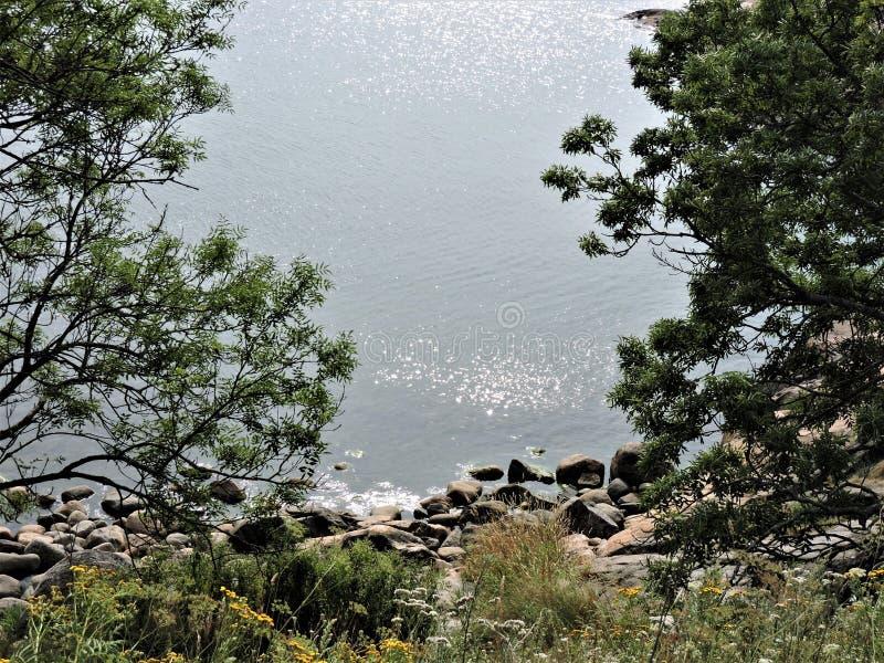 Adembenemende mening van zilveren golven van Oostzee van eiland Sveaborg in Finland! royalty-vrije stock foto