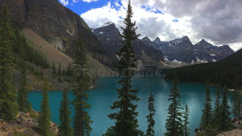 Adembenemende meningen van Morenemeer, Canada royalty-vrije stock foto's