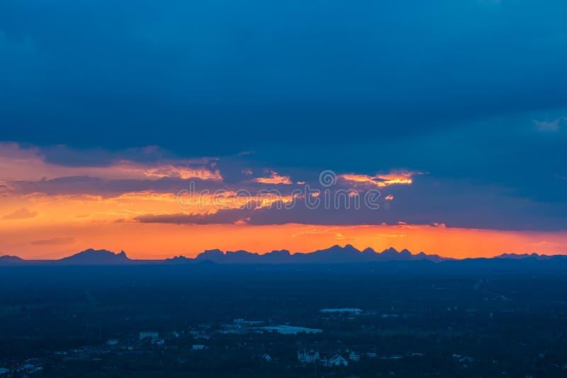 Adembenemende zonsondergang stock foto's