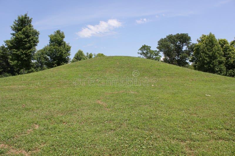 Adena Burial Mound på ormkullen arkivfoton