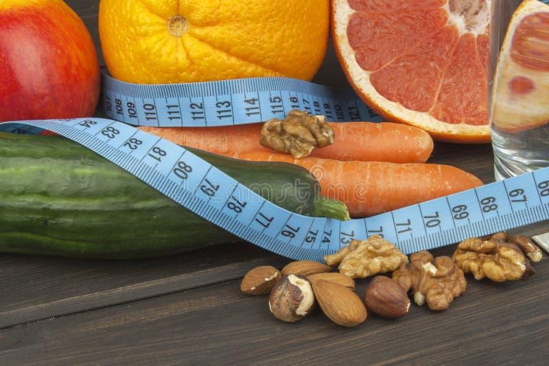 Aderenza dietetica al programma di dieta Alimento dietetico fresco per gli atleti immagine stock libera da diritti