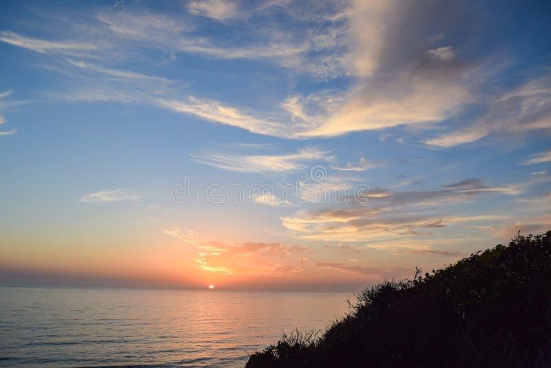 Adeus Sun em Torrey Pines State Reserve em San Diego fotos de stock royalty free