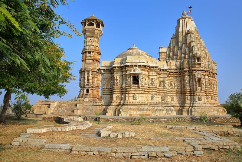 Adhbudhnath Shiva świątynia, lokalizować wśrodku fortu Garh Chittorgarh na lewej stronie, Rajasthan, India, z wierza sława zdjęcie stock