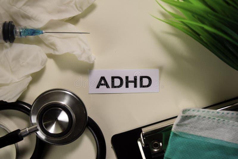 ADHD avec l'inspiration et les soins de sant?/concept m?dical sur le fond de bureau images libres de droits