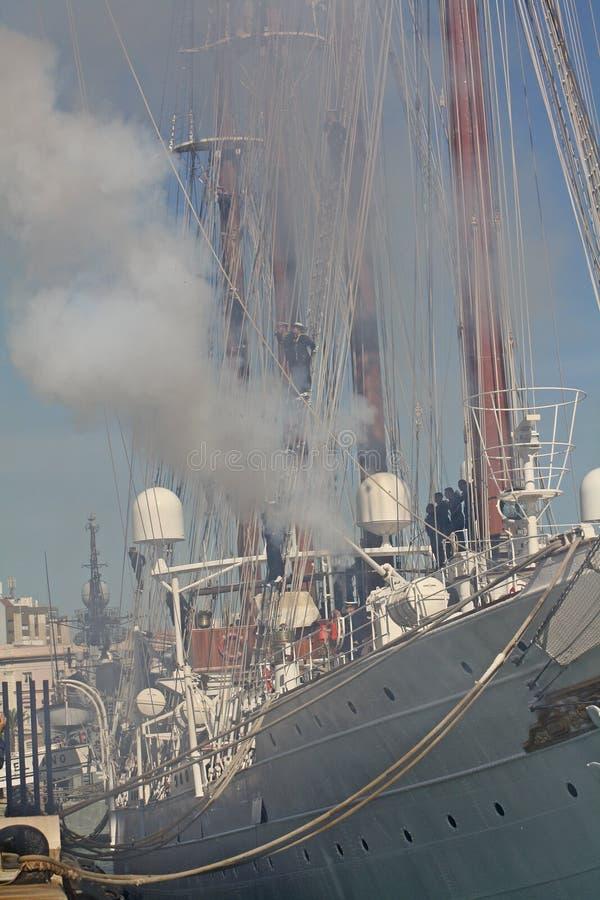 Adiós al buque de la escuela del ` de Elcano del ` foto de archivo