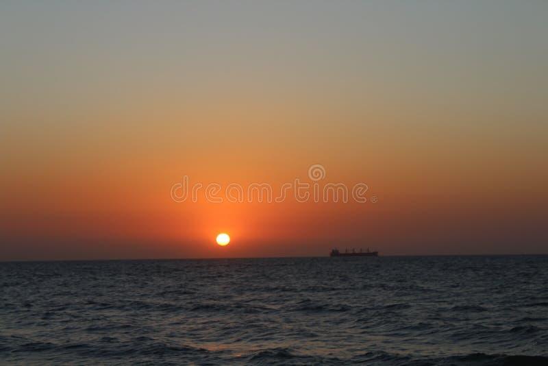Adiós sol: Puesta del sol una vez más fotografía de archivo libre de regalías