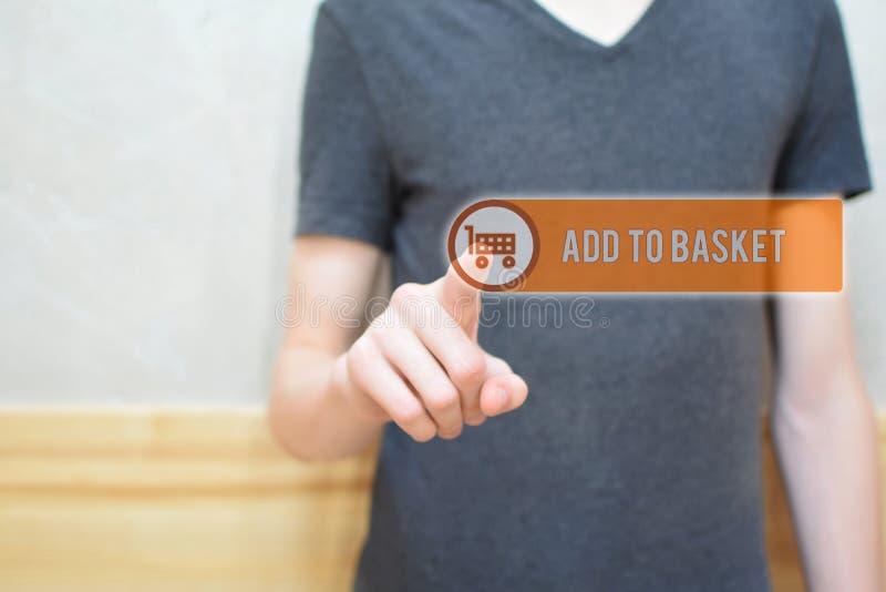 Adicione à cesta - equipe o botão da pressão de mão imagens de stock