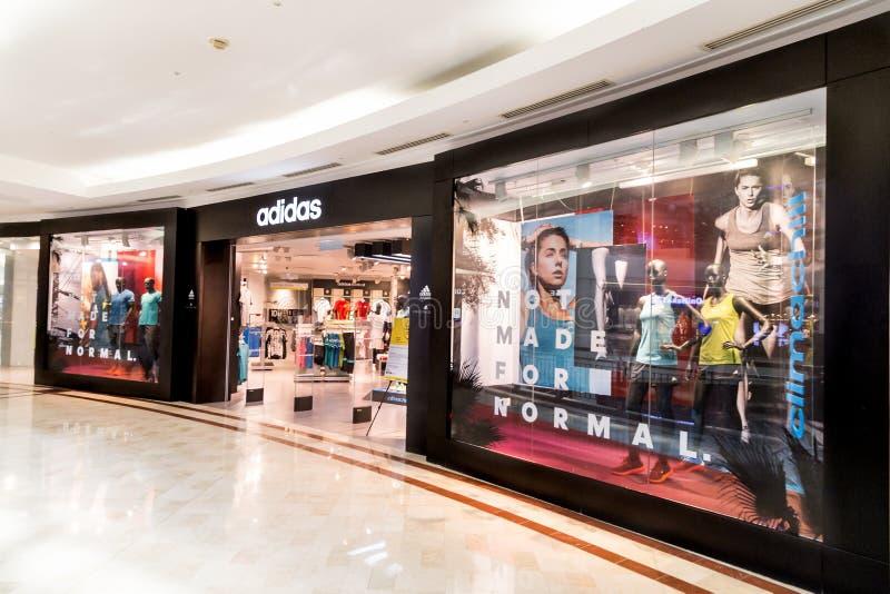 Adidas-afzet bij KLCC, Kula Lumpur stock foto