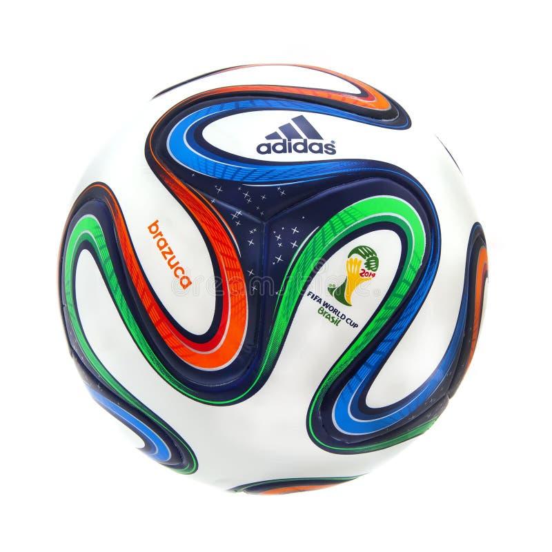Adidas Brazuca världscup 2014 officiella Matchball royaltyfri bild