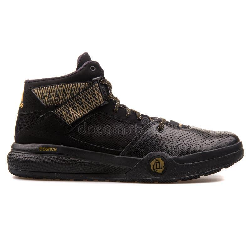Adidas D Rosa 773 IV nero e scarpa da tennis dell'oro fotografia stock