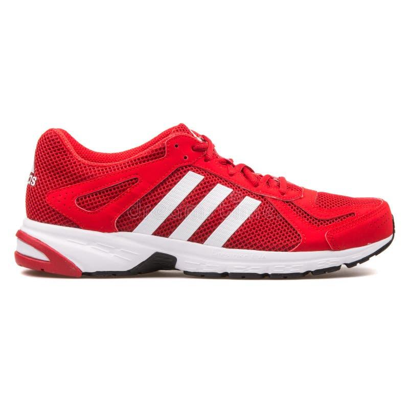 Adidas Duramo 55 roter und weißer Turnschuh lizenzfreies stockbild