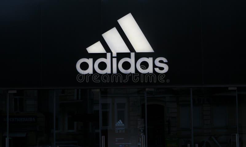 Adidas font des emplettes photographie stock libre de droits