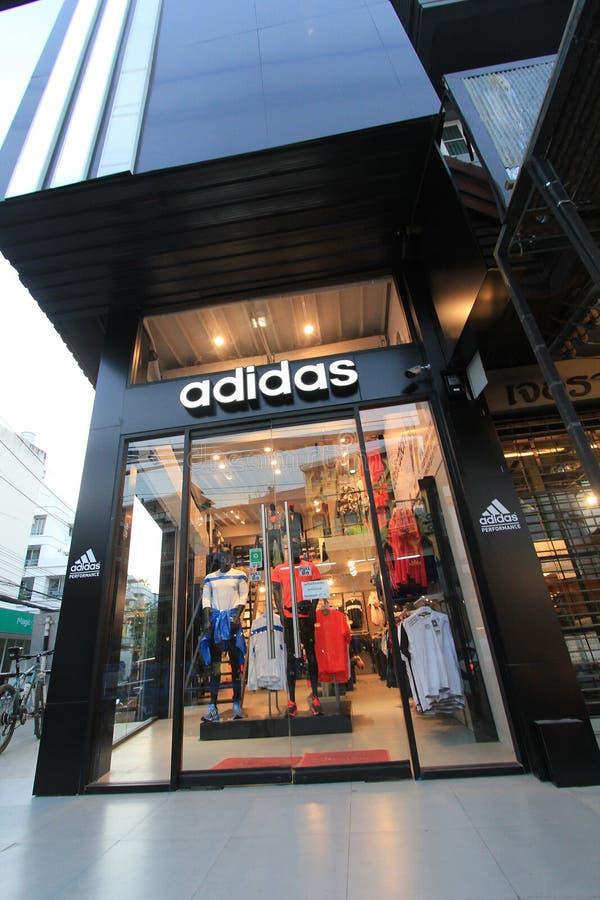 Adidas font des emplettes en Thaïlande photographie stock