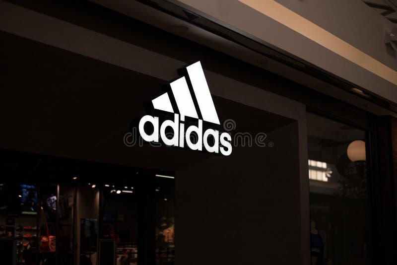 Adidas font des emplettes logo photographie stock