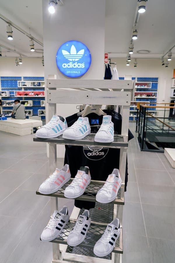 Adidas immagazzina immagini stock