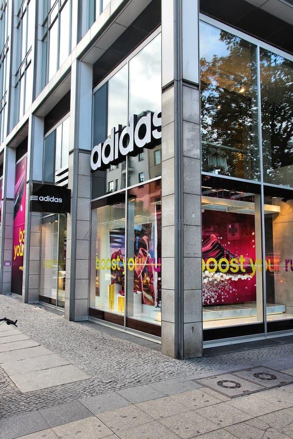 Adidas immagazzina fotografia stock libera da diritti