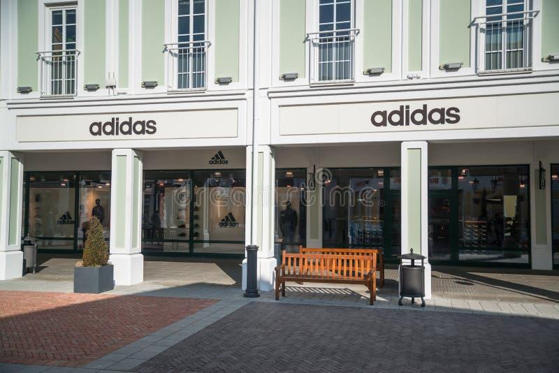 Adidas immagazzina in Parndorf, Austria fotografia stock