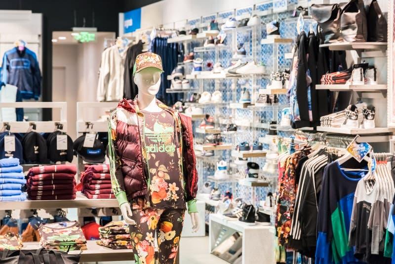 Adidas lager redaktionell foto. Bild av kläder, kedja 31611500