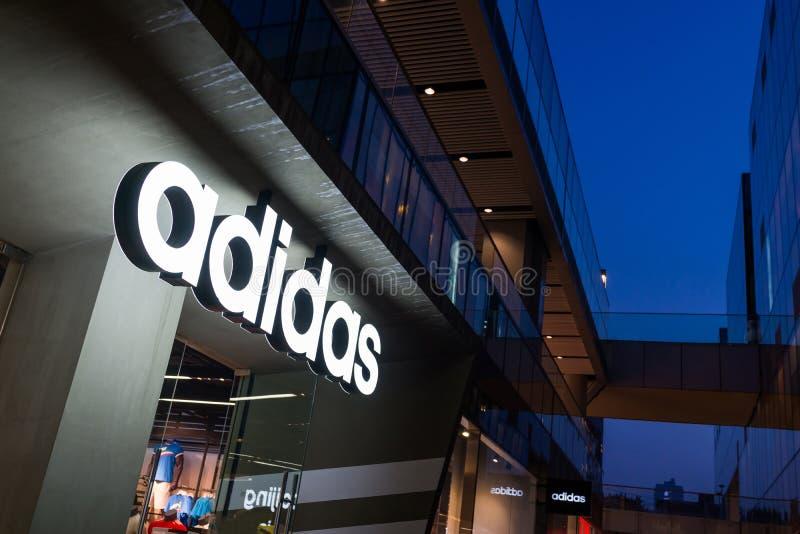 Adidas-Opslag stock fotografie