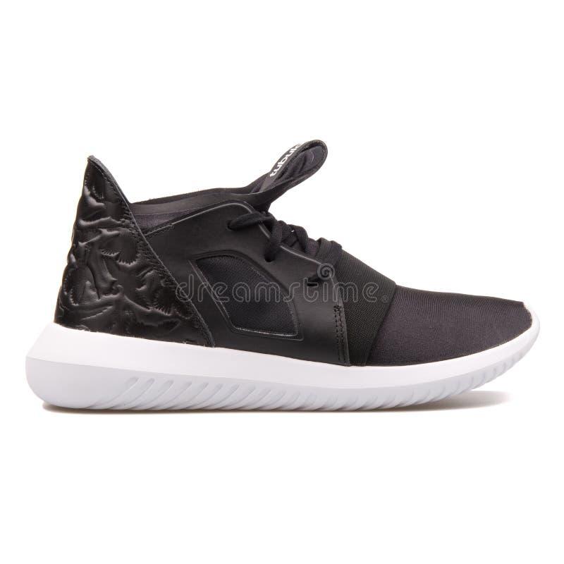 Adidas-röhrenförmiger aufsässiger Schwarzweiss-Turnschuh lizenzfreies stockbild