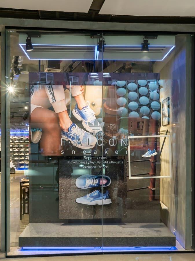 Adidas shoppar på centrala Ladprao Bangkok, Thailand, Juni 23, 2019 royaltyfri fotografi