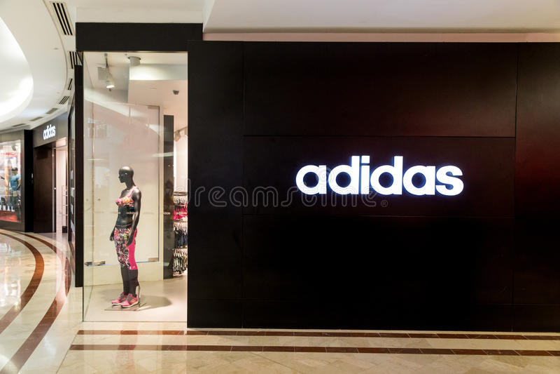 Adidas-signage op zijn afzet bij KLCC Kuala Lumpur royalty-vrije stock foto