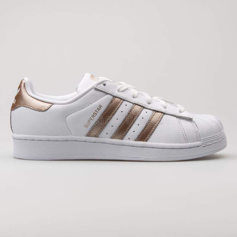 donde quiera cuero agudo  Adidas Superstar White And Copper Sneaker Editorial Photography - Image of  equipment, life: 179838792