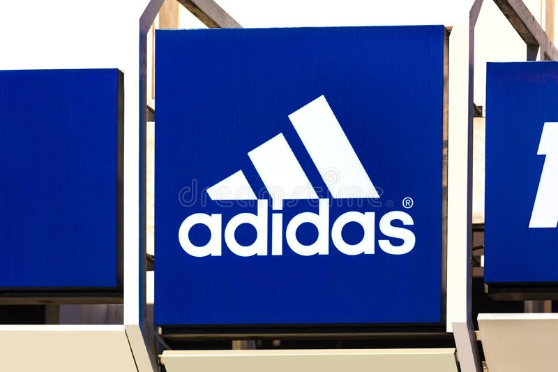 Adidas unterzeichnen herein troisdorf Deutschland lizenzfreies stockfoto