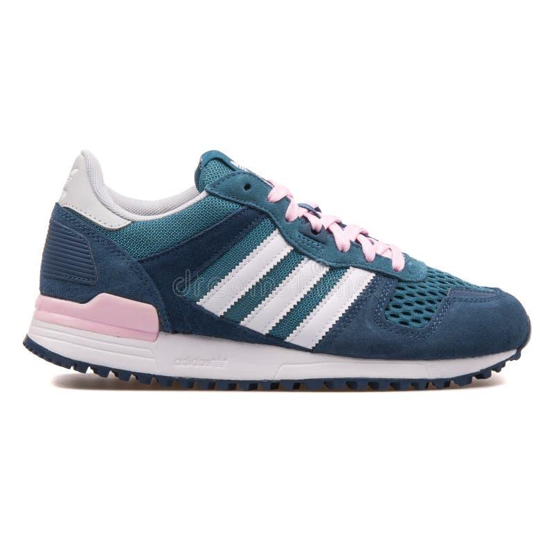 Adidas ZX 700 blauer, grüner und pinkfarbener Turnschuh lizenzfreies stockfoto