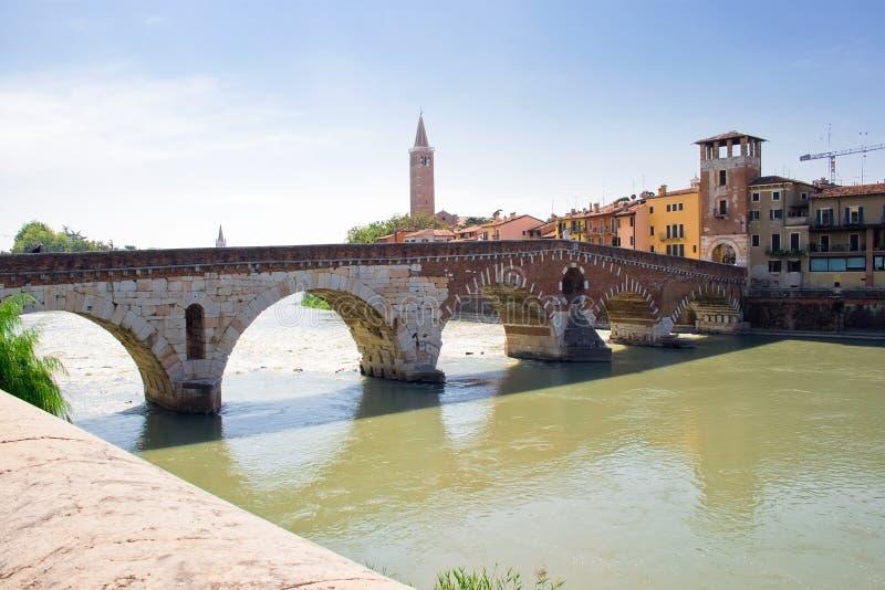adige bro över verona arkivfoto