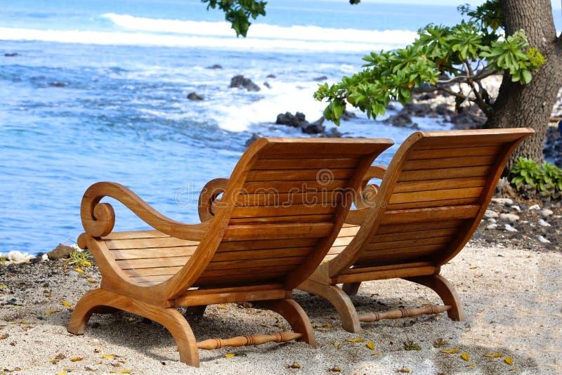 Adirondack stolstrand Hawaii arkivbild