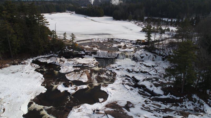 Adirondack-Wasserfall im Winter lizenzfreie stockfotografie