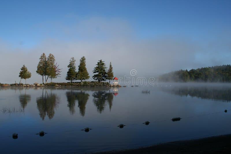 Adirondacks, gazebo nel grande lago moose, NY immagini stock libere da diritti