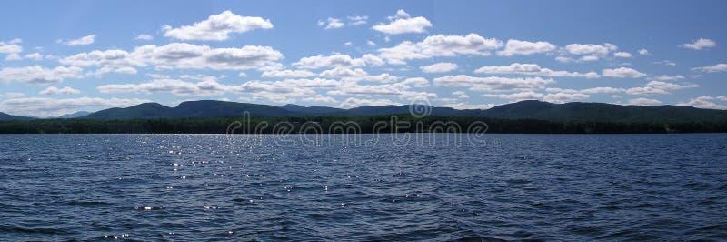 Adirondak Berge vom See Champlain lizenzfreie stockbilder
