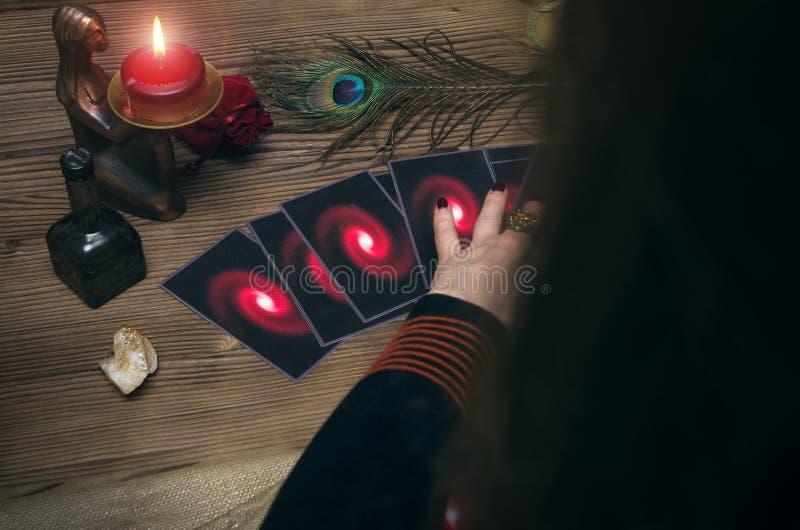Adivino divination Tarjetas de Tarot imagenes de archivo